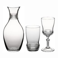 "Classic elegance topped with a touch of opulence: The diamond cut of the ""Samira"" glassware from Theresienthal does not shout out to be the centre of attention. That is because designer Gottfried Palatin consciously put the emphasis on functionality. The ""Samira"" glasses have a nice feel. Their cut edges provide a secure hold – and, in the case of the ""Samira"" vase, conceal the stem ends of the individual flowers."