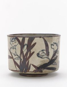 """""""Tea bowl with inscription and design of narcissus"""", Ogata Kenzan (1663-1743).  - Buff clay with white slip, iron and cobalt pigments under transparent glaze."""