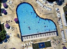 Piano pool at Disney All-Star Music resort in Florida Piscine Coque Polyester, Music Software, Disney Music, Music Gifts, Cool Pools, Epic Pools, Piano Music, Piano Keys, Music Music