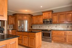 Kitchen Backsplash with Light Maple Cabinets - Lighting Kitchen Colors with Light Oak Cabinets Grey Backsplash. Honey Oak Cabinets, Maple Kitchen Cabinets, Kitchen Tiles, Kitchen Flooring, Diy Kitchen, Kitchen Decor, Kitchen Black, Kitchen Wood, Cherry Cabinets