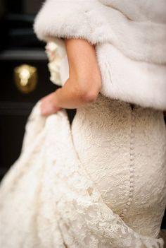 Hay bodas en pleno invierno que pueden resultar de lo más elegantes y glamurosas. Éstas se han convertido en una tendencia más que apetecible para los que queráis distinguiros.