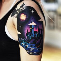 Atmospheric Hogwarts School of Witchcraft and Wizardry from the Harry Potter movies. Side Tattoos, Arrow Tattoos, Cool Tattoos, Ankle Tattoos, Small Tattoos, Girly Tattoos, Tatoos, Halloween Tattoo, Hogwarts Tattoo