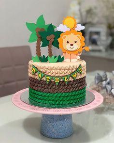 Porque a titia baba mesmo! Bolinho lindo pra chegada do príncipe Mathews 💙🦁 #maricotachocolateria #chantininho #bolochantininho… Jungle Birthday Cakes, Safari Theme Birthday, Animal Birthday Cakes, First Birthday Cupcakes, Jungle Cake, Baby Birthday, Baby Shower Giraffe, Baby Shower Cakes, Safari Cakes
