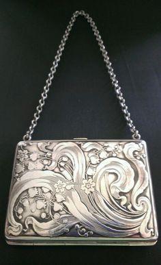 Art Nouveau Sterling Silver Purse by deann Vintage Purses, Vintage Bags, Vintage Handbags, Vintage Outfits, Vintage Jewelry, Vintage Fashion, 1930s Fashion, Victorian Fashion, Fashion Fashion