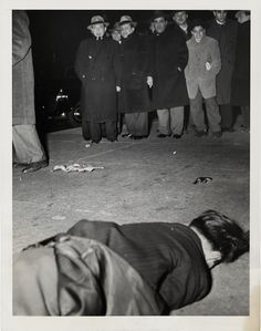 Weegee': A New Exhibition of Images by History's Best Crime Photographer - Feature Shoot Weegee Photography, History Of Photography, Documentary Photography, Street Photography, Photography Names, James Nachtwey, Alfred Stieglitz, Stephen Shore, Robert Mapplethorpe