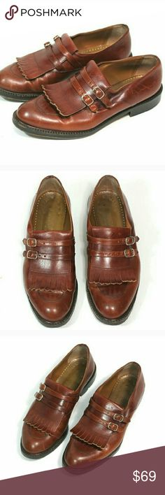 """Joan & David Masculine Feminine Loafers Joan & David Sturdy Chunky Brown Loafers Handmade in Italy Leather Size 40 Probably best for size 9  - 9.5 or narrow 10 imo  Heel height 3/4"""" Interior sole toe to heel approx10.5"""" Exterior sole width at widest point 4""""  Minor scuffs & scratches in leather. Small bend in leather by entry, see 1st pic. Small chip in the side of one of the heels that doesn't compromise walkability at all. Soles show mild wear but plenty of life left.  Tags 90s vintage…"""