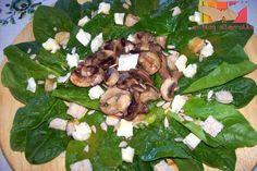 Ensalada de espinacas crudas con champiñones, queso de cabra y vinagreta de miel