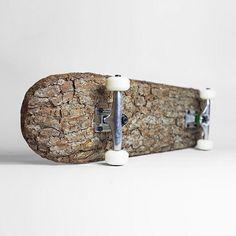 Skateboard van onbewerkt hout