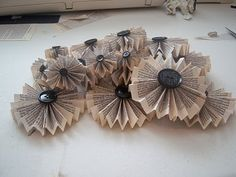 paper fan flower tutorial for wreath or my own art....the wheels are turning!