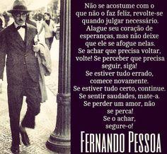 Poeta, ensayista y traductor portugués nacido en Lisboa en 1888. Es la figura más representativa de la poesía portuguesa del siglo XX. Dirigió varias revistas y pronto se convirtió en el propulsor del surrealismo portugués.