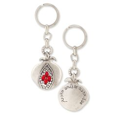 Silver Plated Pewter Size:1.6 X 2 / 4 X 5 cm This beautiful key chain…