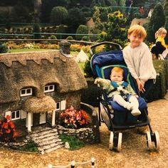 Little Rupert Grint (Ron Weasley) with his sister Samantha. Estilo Harry Potter, Mundo Harry Potter, Harry Potter Draco Malfoy, Harry Potter Tumblr, Harry Potter Pictures, Harry Potter Love, Harry Potter Characters, Harry Potter World, Objet Harry Potter