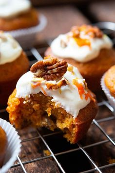Carrot Cake Muffins bowl & so good!) - carousel- Carrot Cake Muffins Schüssel & so gut! These simple carrots … - Muffin Recipes, Brunch Recipes, Baking Recipes, Cake Recipes, Carrot Recipes, Carrot Cake Muffins, Carrot Cake Cupcakes, Crema Fresca, Snacks Sains