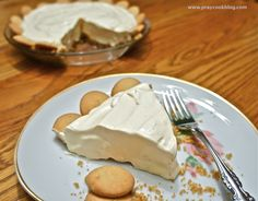 Cracker Barrel Lemon Icebox Pie (Copycat Recipe)