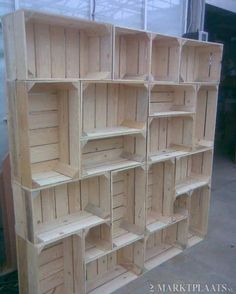 DIY idea: Shelf out of crates. Awesome way to have modern decor, without sacrificing a kind of rustic feel.Would make a great room divider Daily update on my site DIY idea: Shelf out of crates. Awesome way to have modern decor, without… Craft Show Displays, Craft Show Ideas, Display Ideas, Booth Displays, Retail Store Displays, Pallet Projects, Home Projects, Pallet Ideas, Cheap Bookshelves
