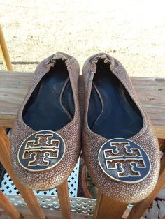 8c51787c6e1 TORY BURCH Reva coconut brown stingray logo detail ballet flats size 11