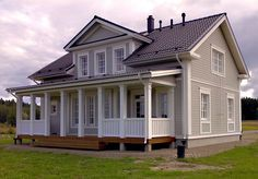 Kannustalo Aurora 165 Love Home, My Dream Home, Old Southern Plantations, Low Country Homes, Entry Stairs, American Farmhouse, Scandinavian Home, House In The Woods, Amazing Architecture