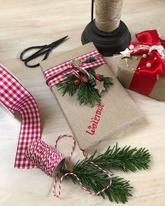Weihnachtsgeschenke verpacken! Päckchen mit Namen beschriften!
