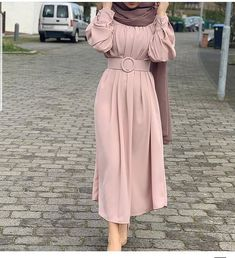 Pre spring hijab fashion looks Just Trendy Girls Source by dresses hijab Muslim Women Fashion, Modern Hijab Fashion, Abaya Fashion, Fashion Dresses, Fashion Fashion, Spring Fashion, Hijab Evening Dress, Hijab Dress Party, Hijab Style Dress