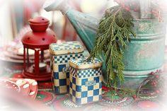 Christmas Wedding Table | add: #diy #decor and #freebies www.customweddingprintables.com