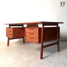Neu bei www.19west.de: Ein Teak Schreibtisch aus den 1960er Jahren von Gunni Omann. #19west #vintage #retro #teak #design #designclassic #denmark #sixties #danishdesign #midcenturymodern #omannjun