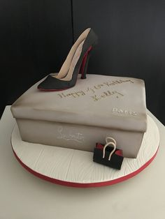 Louboutin shoe cake for a Happy birthday Kelly! Happy Birthday Shoes, 12th Birthday Cake, Brithday Cake, Happy Birthday Princess, Special Birthday Cakes, Cute Birthday Cakes, Happy Birthday Pictures, Shoe Box Cake, Bag Cake