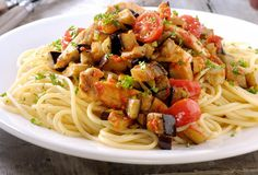 Spaghetti met kip en aubergine