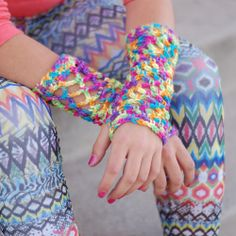 Make these sassy gloves with this free crochet pattern.