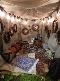 30 DIY Ideas How To Make Your Backyard Wonderful This Summer Tent interior reading nook :-) Interior Flat, Interior Exterior, Interior Design, Yurt Interior, Outdoor Fun, Outdoor Spaces, Outdoor Living, Outdoor Retreat, Cool Diy Projects
