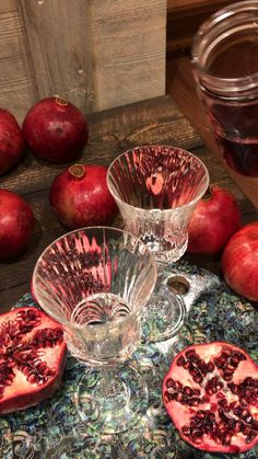 Aab e Anar is the drink of choice on every street corner in Iran 🇮🇷 Sugar Free Recipes, Gluten Free Recipes, Snack Recipes, Healthy Recipes, Snacks, Iran Food, Hair Up Styles, Pomegranate Juice, Print Wallpaper