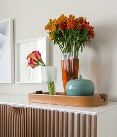 Bar Sala, E Design, Interior Design, Living Room Tv, Dream Decor, Home Theater, Flower Arrangements, Glass Vase, Table Decorations