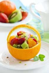 Salade de fruits frais, recette à base de fraises, kiwis et oranges un dessert vitaminé