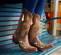 Lucchese boots for spring http://www.countryoutfitter.com/products/31108-womens-cafe-glitter-carthage-lazer-design-with-cream-inlays-boot?utm_source=Pinterest_campaign=email_content_%202013week12
