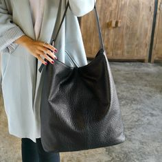 Item Type: Shoulder BagMain Material: PU LeatherClosure Type: ZipperLining Material: LinenNumber of Handles/Straps: NoneInterior Feature: Cell Phone Pocket,Inte Big Handbags, Leather Shoulder Bag, Shoulder Bags, Hobo Bags, Tote Bag, Shopper Bag, Luggage Bags, Pu Leather, Ootd