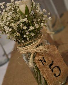 Centros de mesa rústicos con números pintados a mano para distinguir cada mesa  . . . . #Eventos #Fiestas #Cumpleaños #OrganizaciónEventos #Party #WeddingPlanner #CandyBar #Bautismos #Birthdays #BabyShower #Comuniones #EventosSociales #Decoración #Souvenirs #Centrosdemesa #Flores #Arpillera #Rosas #Gypsophila #15años #Frascosdevidrio #Reciclar #Estilos #Rustico Vintage Birthday, Quinceanera, Diy And Crafts, Instagram, Table Decorations, Ideas Para, Wedding, 15 Years, Personalised Sweets