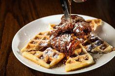 Pollo Y Waffles, Fried Chicken And Waffles, Easy Healthy Breakfast, Breakfast Recipes, Best Brunch Places, Slider Recipes, Food Club, Falafel, Tasty