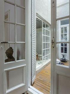 Une rénovation orientée vers la lumière Decoration, House Tours, Ideas Para, Tall Cabinet Storage, Windows, Vintage, Furniture, Home Decor, Interior