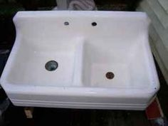 VINTAGE COUNTRY STYLE PORCELAIN KITCHEN SINK - $100 (Southbridge,Ma)