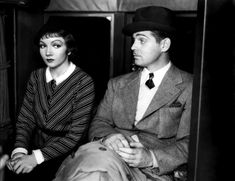 Claudette Colbert and Clark Gable in It Happened One Night. - Claudette Colbert and Clark Gable in It Happened One Night - Hollywood Actor, Golden Age Of Hollywood, Classic Hollywood, Old Hollywood, Hollywood Couples, Hollywood Icons, Hollywood Glamour, Hollywood Stars, Clark Gable