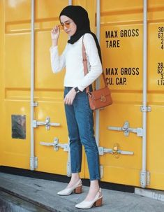 super ideas for style hijab casual jeans shoes Casual Hijab Outfit, Casual Outfits, Fashion Outfits, Fashion Heels, Casual Jeans, Jeans Style, Casual Shoes, Hijab Jeans, Ootd Hijab