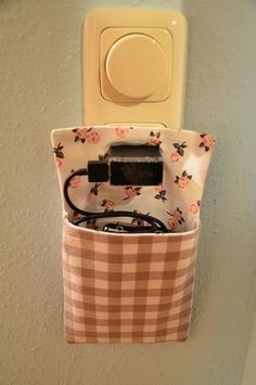 Sewing instructions for a charging station! How do you make the pattern yourself … - Diy and Crafts Sewing Art, Sewing Crafts, Sewing Projects, Craft Projects, Diy Mode, Sewing Patterns For Kids, Pattern Sewing, Diy Couture, Pencil Bags