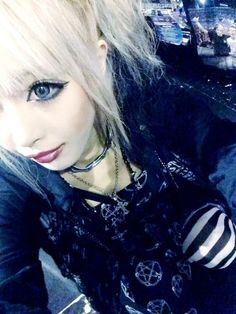 goshikku gyaru <3 --I love this, just wish my eyeliner would comply...