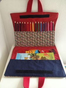 Tutorial of the drawing pouch - Mila's factory - Fanny Crocq - - Tuto de la pochette à dessin – La fabrique de Mila To do in sewing! Diy Couture, Couture Sewing, Sewing Projects For Beginners, Sewing Tutorials, Sewing Tips, Sewing Hacks, Sewing For Kids, Diy For Kids, Diy Pochette