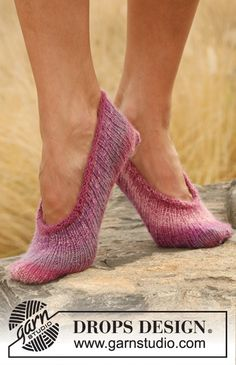 Free knitting patterns and crochet patterns by DROPS Design Tim Tam, Drops Design, Knitting Patterns Free, Knit Patterns, Free Knitting, Free Pattern, Crochet Gloves Pattern, Crochet Shoes, Magazine Drops