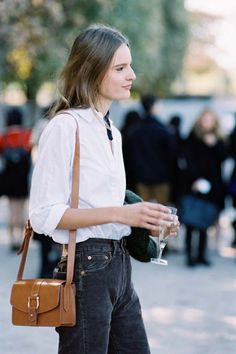 Swedish model Tilda Lindstam, after Carven, Paris, October The more summery version of the look Tilda wore back during. Fashion Week Paris, French Girl Style, My Style, Tilda Lindstam, Simple Work Outfits, Vanessa Jackman, Paris Chic, Vogue, Street Style