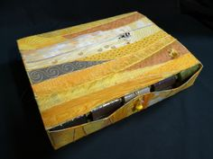 Fadenbox Box, Quilts, Sewing, Snare Drum, Dressmaking, Couture, Quilt Sets, Fabric Sewing, Boxes