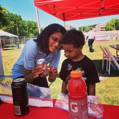 Today at the Affinity Health Plan summer bash in the Bronx, our HealthCorps Coordinator explains the importance of nutrition labels to a curious attendee. Follow the action right here on Facebook! #wearehealthcorps #healthcorps #nutrition #lesson @affinity_health_plan