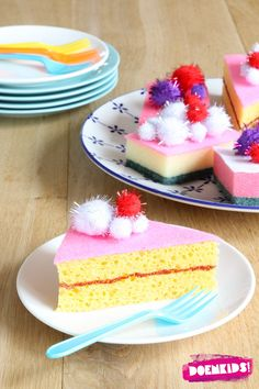 Cute DIY idea - use sponges decorated with paint and pom poms to make pretend play cake slices and bakery treats! Play Ice Cream, Felt Food, Play Food, Toddler Fun, Cake Shop, Diy Toys, Felt Crafts, Diy Crafts For Kids, Activities For Kids