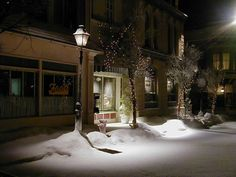 A late night snow in Stars Hollow...