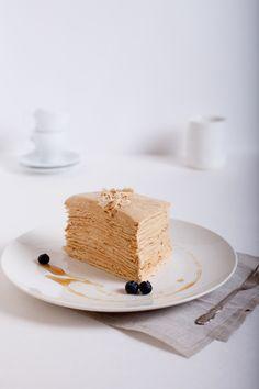 """Некоторое время назад мой муж попросил как-нибудь с оказией приготовить торт """"Наполеон"""". Я очень смутно помнила, что он из себя представляет, так как не ела…"""